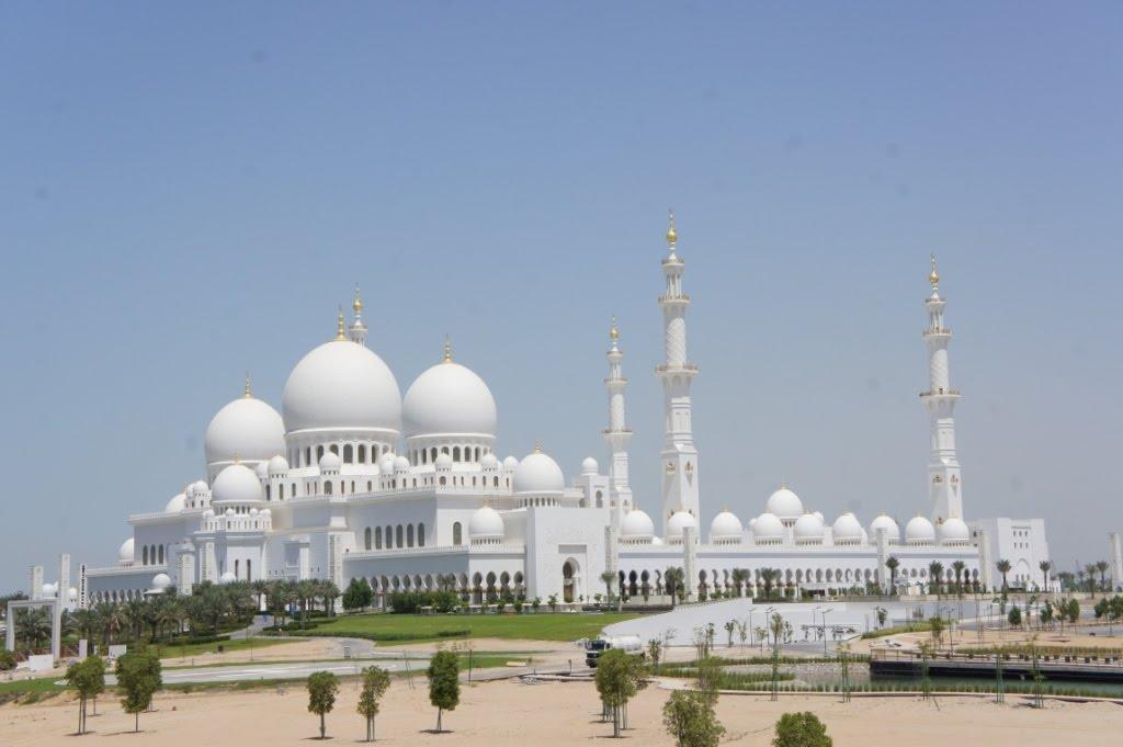 Sheikh-Zayed-Bin-Sultan-Mosque pic source: MyAbuDhabiHolidays MyAbuDhabiHolidays